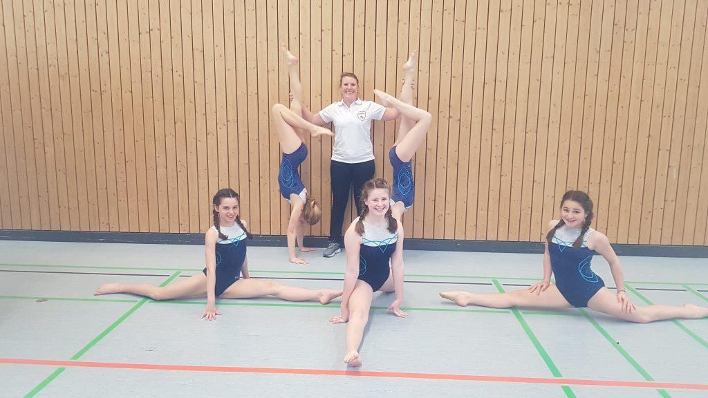 Die-B-Jugend-beim-Neckar-Enz-Jugendfest mit ihrer Trainerin Tine Reimer